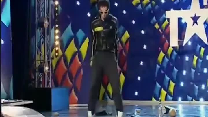 dansatorul are o erecție cum se introduce penisul pentru un bărbat