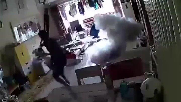 Электросамокат взорвался и вызвал пожар в квартире