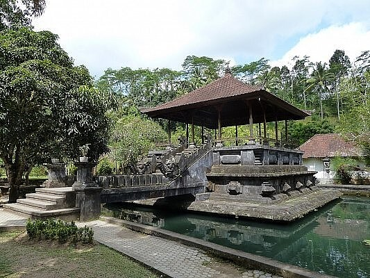 Храм Тирта Эмпул, Индонезия