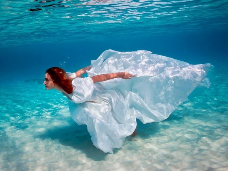 Снится к бурлящая вода и что чему тебя море вокруг