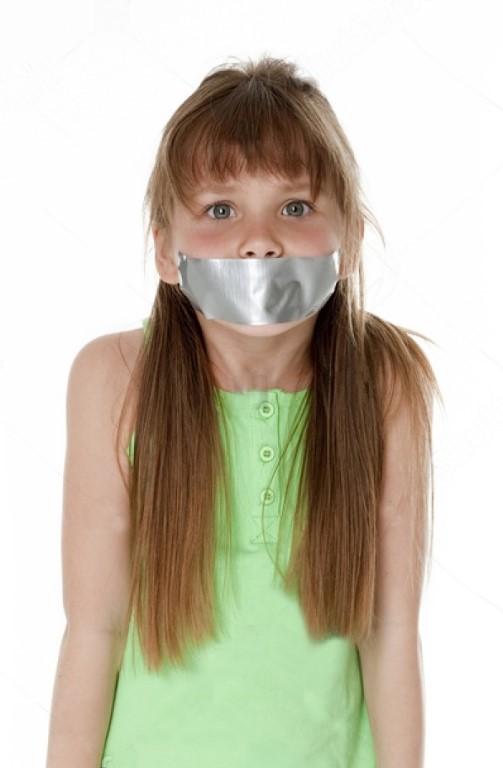 аккомпанемент девушки заклеили рот девушка фото девушек черных