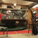 В мужском гараже
