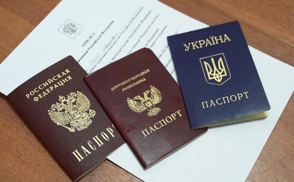 Российский паспорт не считают нужным скрывать, напротив, его носят с гордостью и достоинством