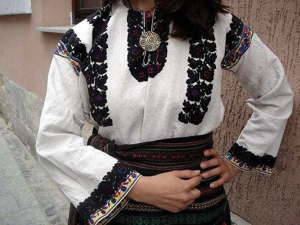Американське видання Vogue – назвало українську вишиванку ... 0583fce901e6d