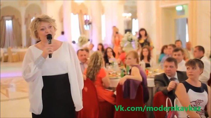 мама читает рэп на свадьбе дочери