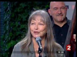 Марина Влади поет песню В. Высоцкого - То ли - в избу и запеть....mp4