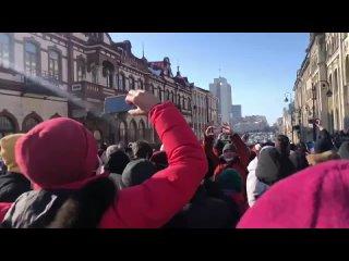 Владивосток собрался на акцию протеста в поддержку Алексея Навального Рифмы и Панчи