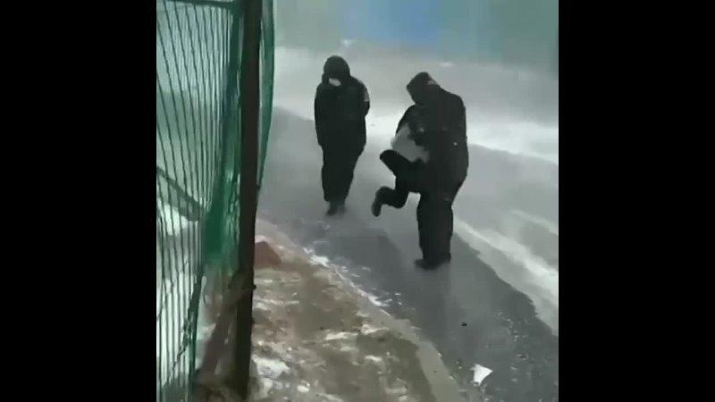 Примерно так добираются ребята в универ во Владивостоке