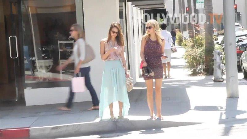 29 апреля 2012 Джессика Альба на шоппинге Беверли Хиллз США