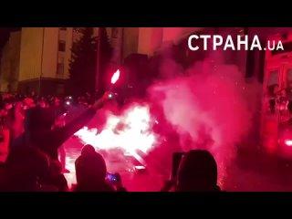 """Сторонники Стерненко (бывший глава одесского """"Правого сектора """"(Украинский национализм), устроили погром офиса президента"""