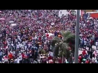 Anonyme Citoyen (images) - Nouvelle manifestation massive dans les rues de Port-au-Prince en #Haiti contre le Prsident Mose.