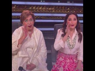 """Мадхури и Хелен на телешоу """"Dance Deewane 3""""."""