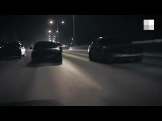 На Кольцовском тракте гонщики устроили заезд с выключенными фарами на черных тонированных иномарках