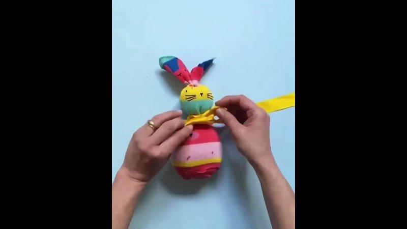 УШАСТЫЙ ЗАЙЧИК. Самодельная мягкая игрушка из ненужных чулочно-носочных изделий.