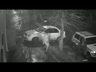 В Ростове жулики сливают бензин с припаркованных машин ()