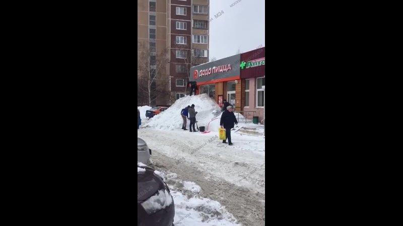 Тракторист завалил додо пиццу на Харьковской