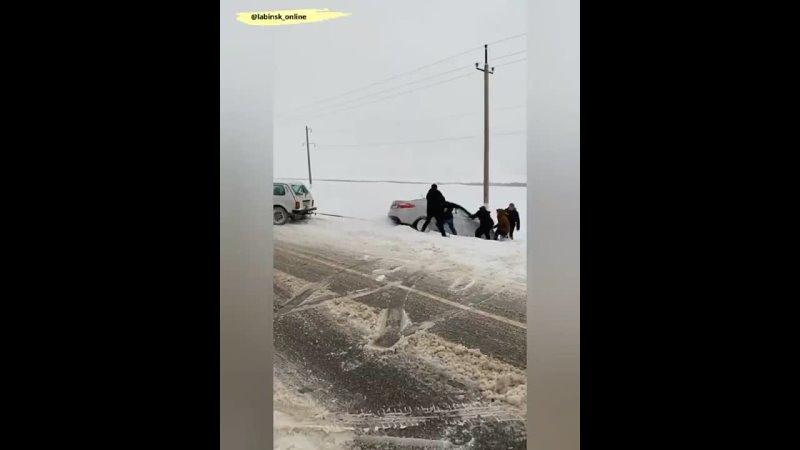 Майкоп Краснодар дорога сложная НЕРАВНОДУШНЫХ людей на дороге много Как Ангелы слетелись на помощь Видео @ sapr a