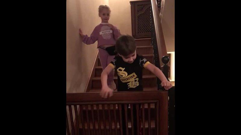 Максим Галкин показал как его 7 летние дети разыграли юмористическую сценку