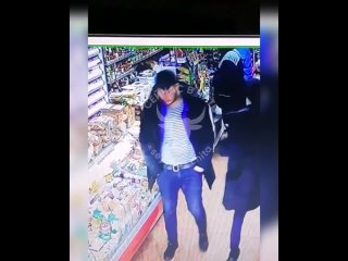 Трое молодых людей в Смоленке обокрали магазин