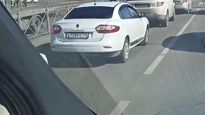 На перекрёстке Дунайского и Бухарестской VW завалил Крету