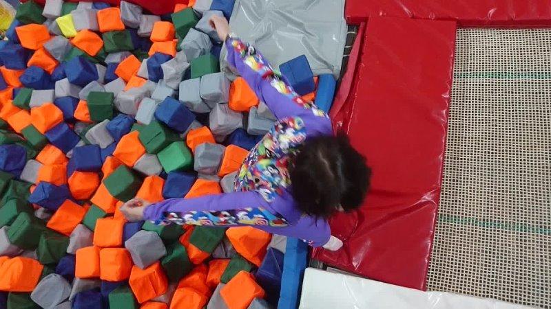 Прыжок в кубики Юля