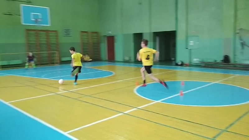 Техника владения мячом как на месте так и в движении Чувства соперника за спиной Завершение атаки сходу