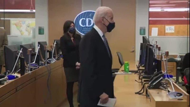 Джо Байден продолжает удивлять Хотел бы уступить слово вице президенту которая умнее меня