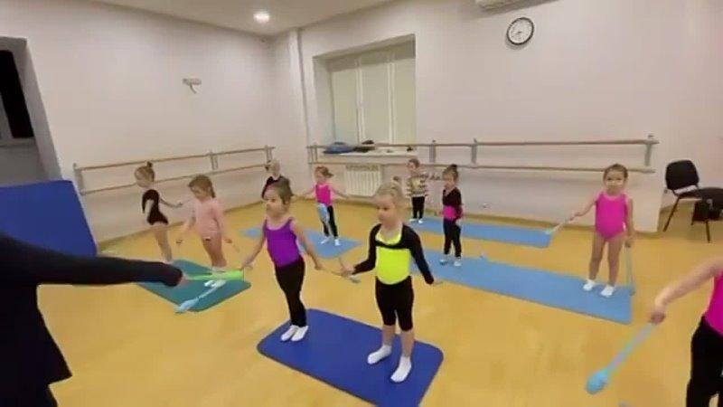 Как же полюбились булавы нашим гимнасткам Восторг Будем учиться работать с Новым предметом Группа 3 5 лет на ЧТЗ Тренер Во