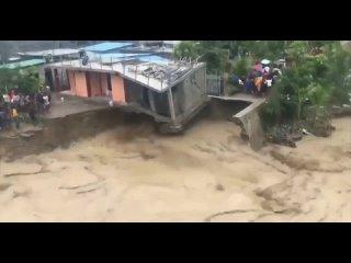 Наводнение в Индонезии .mp4