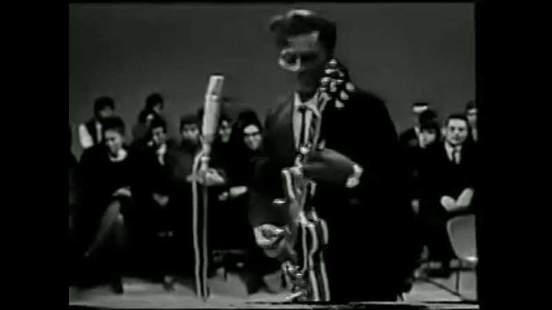 Roll Over Beethoven Chuck Berry LIVE