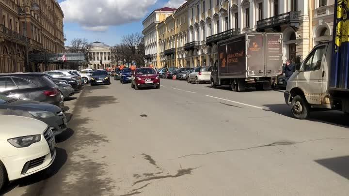 Вы центре города разъезжают разрисованные автомобили #Питерулыбнись