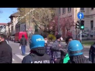 """Illegaler Migrant aus Afrika zu Italienern: """"Geht nach Hause ihr Arschlöcher, wir sind hier, um zu bleiben"""""""