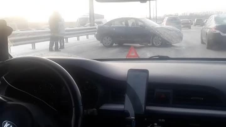 На КАД автомобиль в отбойник влетел