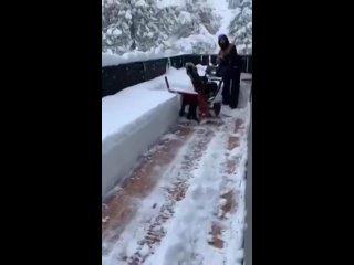 Снегоуборщик на aliexpress можно найти недорогой Аналог