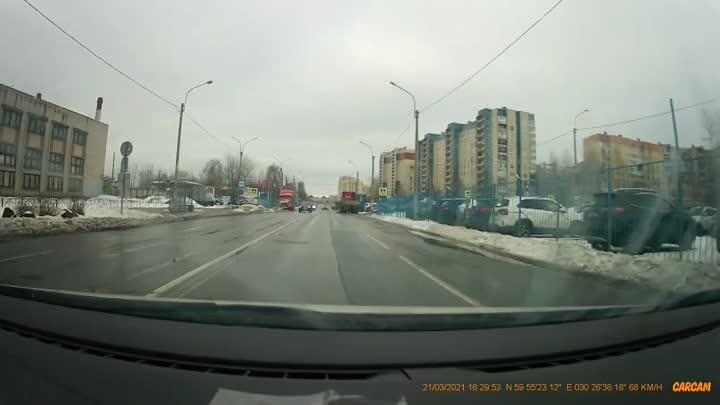 ДТП на неравнозначном перекрёстке Ворошилова и Пятилеток