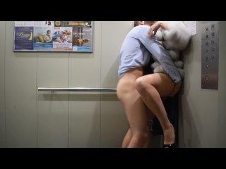 Никогда не заходите в лифт с незнакомцем - а то трахнет!