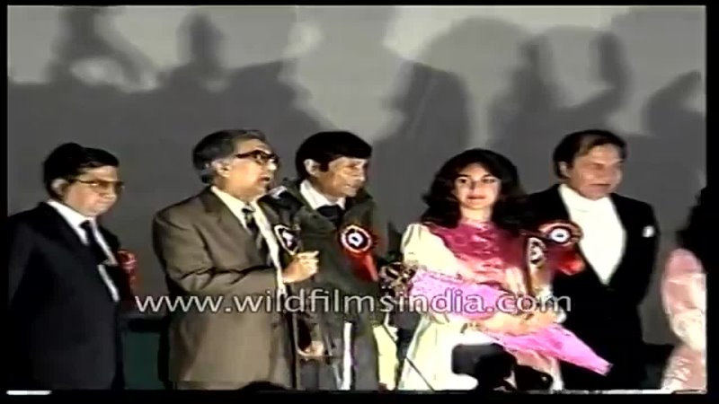 Meenakshi Seshadri and Bappi Lahiri in attendance Ameen Sayani hosts a show for a hospital