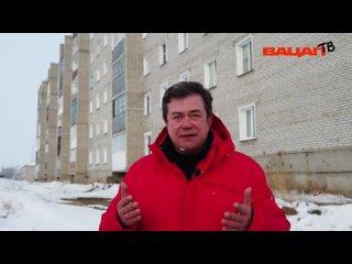 Лопаются окна и расходятся швы. Стоквартирный дом в Татарске дал критический крен.