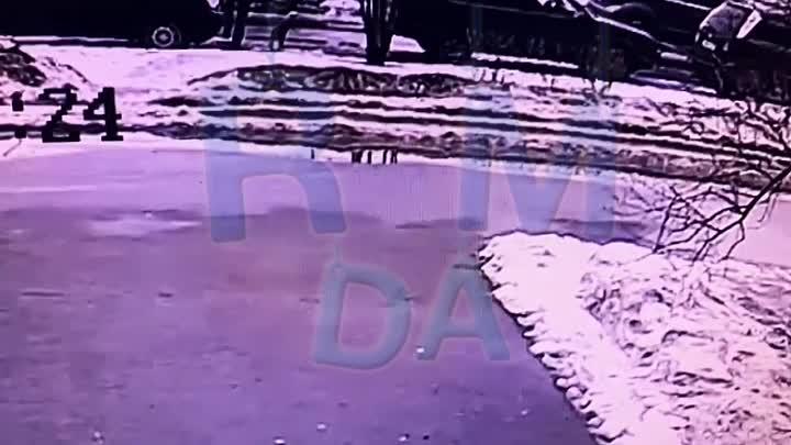 Сегодня в 14:00 у дома 109 по Суздальскому проспекту из машины Газель неизвестный украл мужскую сумк...