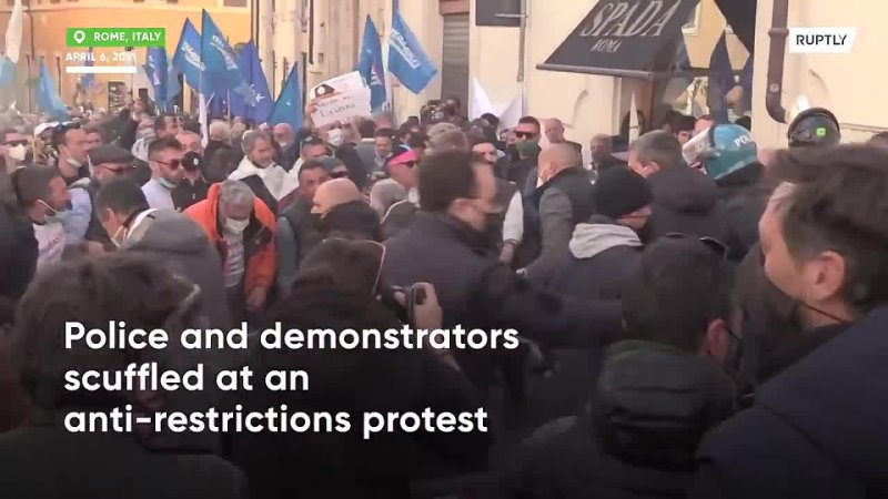 Restaurateurs and police scuffle at restrictions protest in Italy (1).mp4