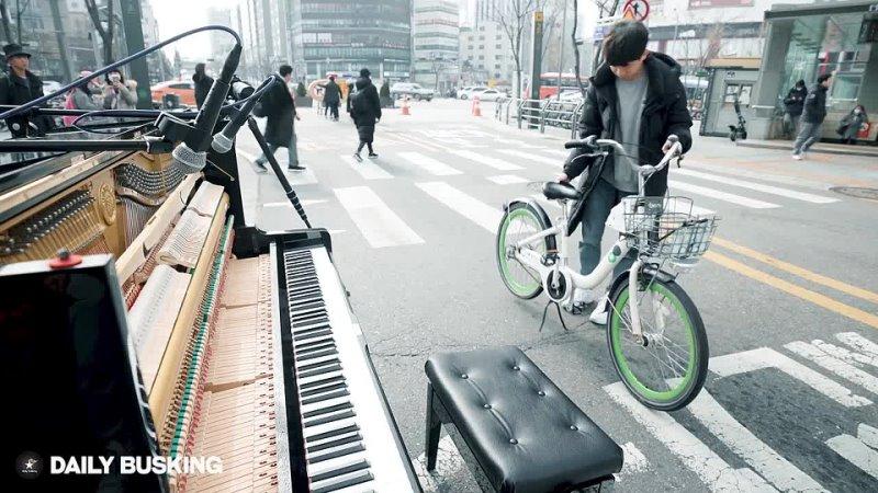 Daily Busking 자전거타다 피아노를 발견한 남학생의 미친 속주 ㄷㄷ