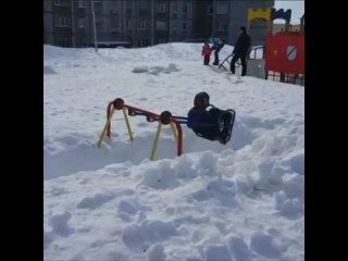 Между тем столичные власти обещают очистить Москву от снега за 5 дней.