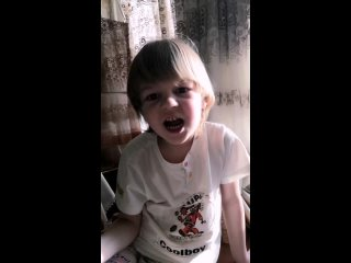 Вика выучила английский алфавит. .mp4