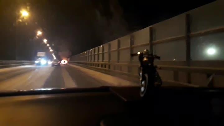 На Красносельском шоссе, горит автомобиль