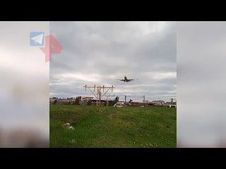 Самолет промахнулся мимо взлетной полосы