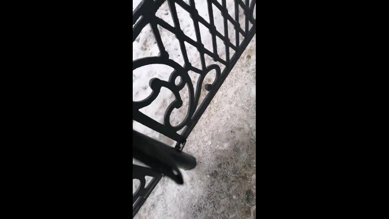 25.12.2020 г. около д.51 по ул.Коммунистической г.Стерлитамака проводит одиночный пикет с требованием проведения конституционной