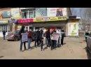 В Саратове какой-то беспредельщик на блатных номерах бросил гранату в протестующих против управляющей компании местного депутата