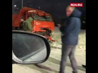 На Ямале один человек пострадал в лобовом ДТП с грузовиками