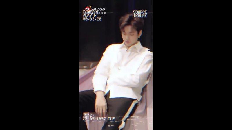 У И Фань (Крис Ву) выглядел просто очаровательна на недавней фотосессии