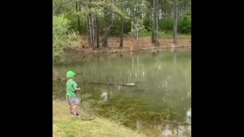 Маленький рыбак и его первый крупный улов
